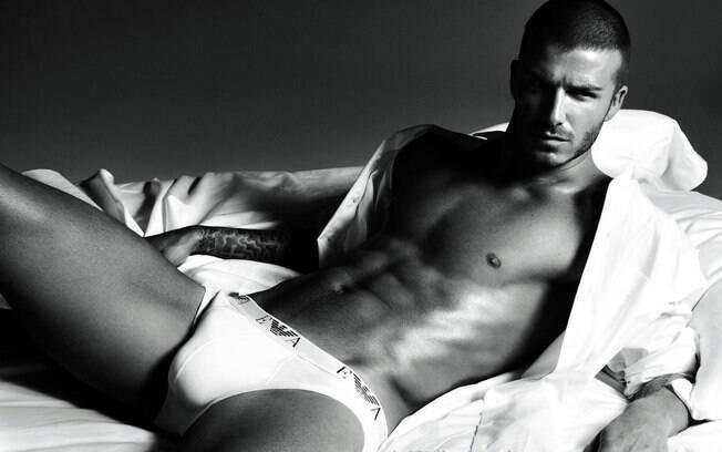 David Beckham abalou as estruturas em out-doors que o exibiam de cueca, entre lençóis