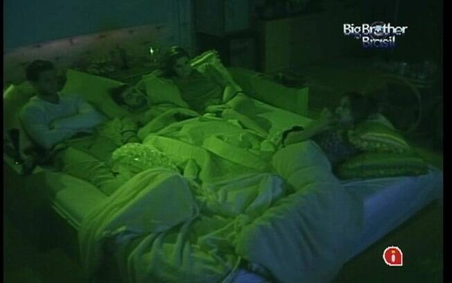 Brothers permanecem deitados após o fim do filme
