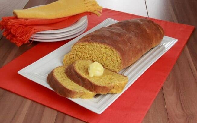 Receita de pão de cenoura, aveia e mel prática e deliciosa