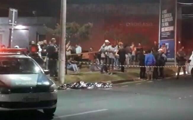 Três jovens morrem após colidirem moto com poste em Campinas