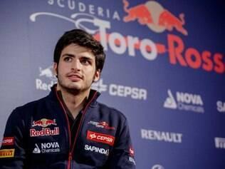 Carlos Sainz Jr. acabou de entrar na F-1 e já está na lista dos pilotos mais gatos. O espanhol de apenas 20 anos será titular da equipe Toro Rosso