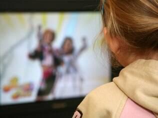 Pesquisadores também analisaram os efeitos do hábito de assistir à TV sobre o tônus muscular e capacidade atlética da criança