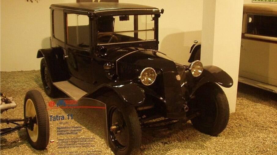 Tatra 11 vinha com motor de dois cilindros contrapostos, refrigerado  a ar, da marca Tcheca