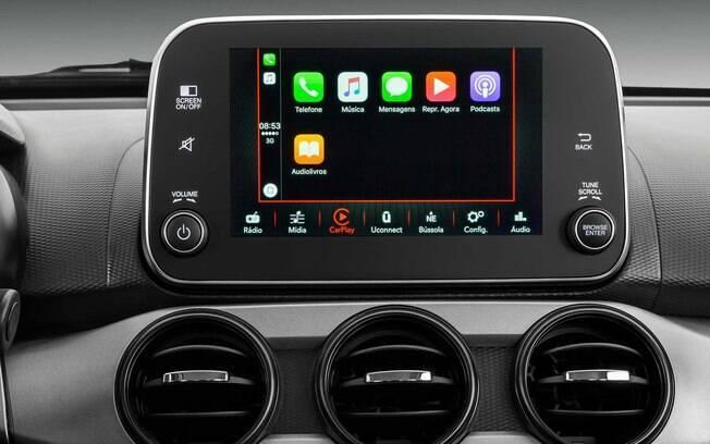 A central multimídia com tela sensível ao toque funciona bem, compatível com Android Auto e Apple Car Play