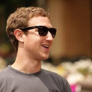 Zuckerberg ganha mais de US$ 1 bilhão com venda de ações