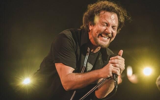 O frontman do Pearl Jam, Eddie Vedder, em ação no Lollapalooza Brasil