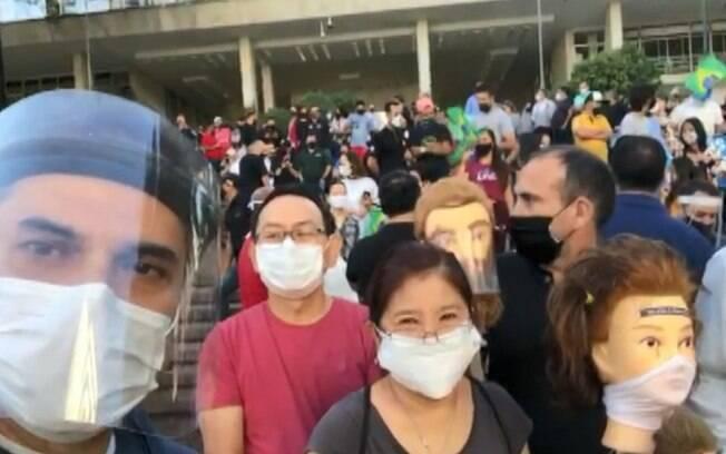 Manifestantes em ato que pede reabertura de setores comerciais considerados como não essenciais