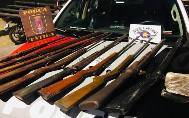 Homem é preso em Campinas com droga e 10 armas de caça ilegais
