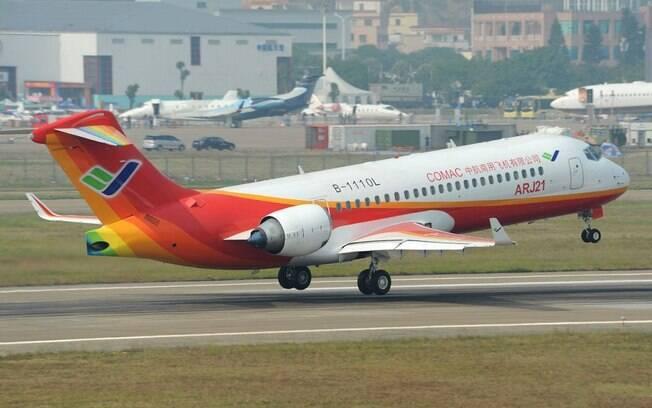 China Express encomenda 100 aeronaves COMAC