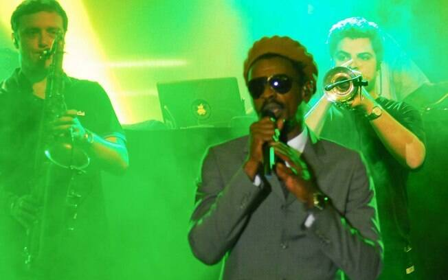 O músico embalou a noite dos carnavalescos