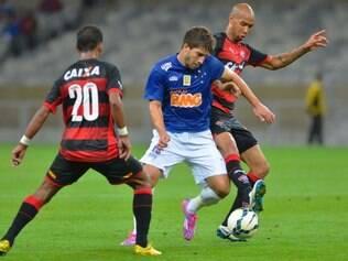 Cruzeiro encontrou forte marcação no primeiro tempo, mas deslanchou na etapa final