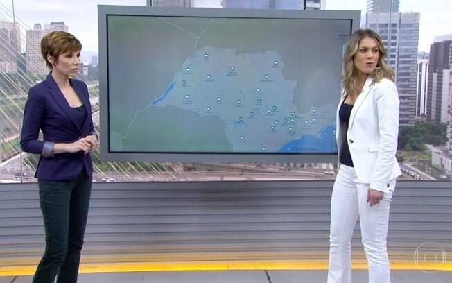 Jacqueline Brazil e Glorai Vanique se assustam com barulho de queda de um extintor de incêndio no estúdio do Bom Dia Brasil, na TV Globo