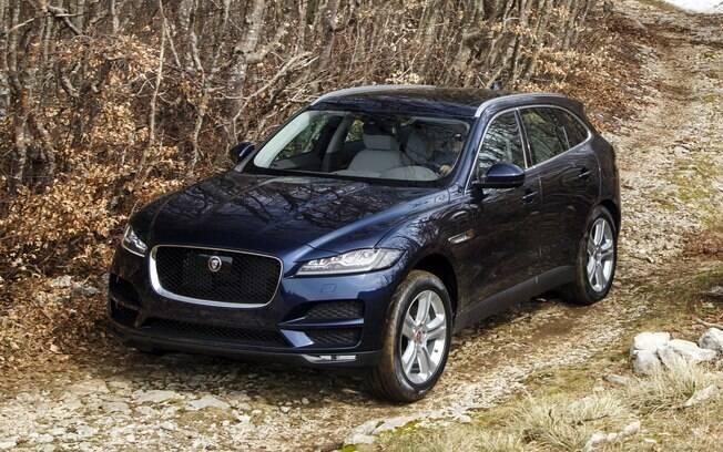 Jaguar F-Pace é um dos novos SUVs de luxo que podem enfrentar trilhas no meio do mato com vários recursos tecnológicos