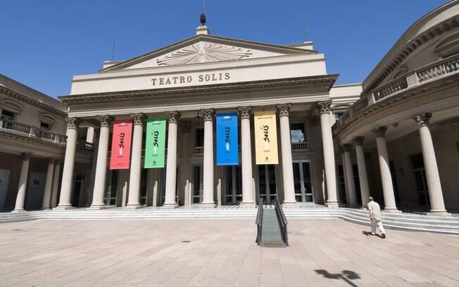 Na foto, Teatro Solís, um dos principais pontos culturais da cidade