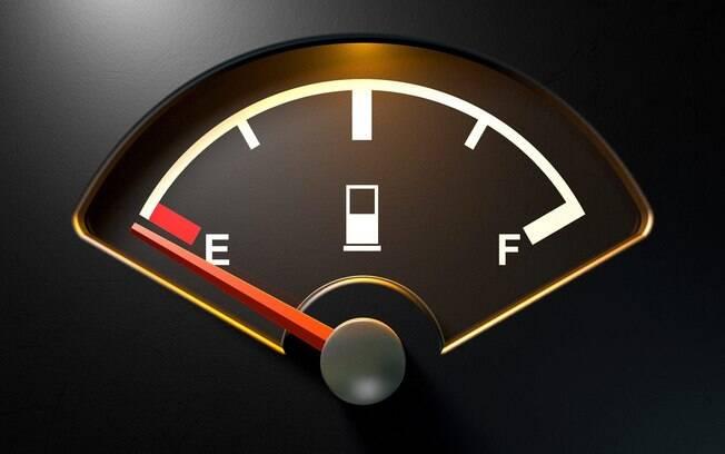 Seu carro está na reserva? Procure o posto de gasolina mais próximo e evite a multa de R$ 130,16