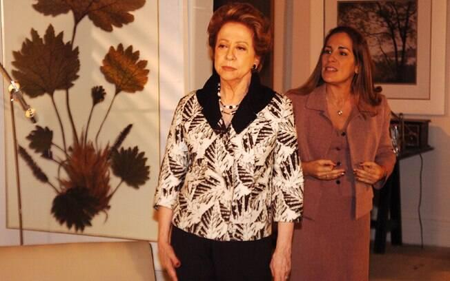 Bia Falcão (Fernanda Montenegro) retorna viva, para surpresa de Júlia (Glória Pires) em