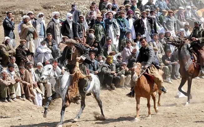 O buzkashi é muito popular no Afeganistão