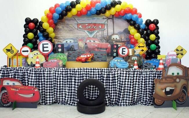 Mesmo não tendo lançado filmes desde 2011, a franquia 'Carros' ainda é queridíssima nas decorações de festas infantis