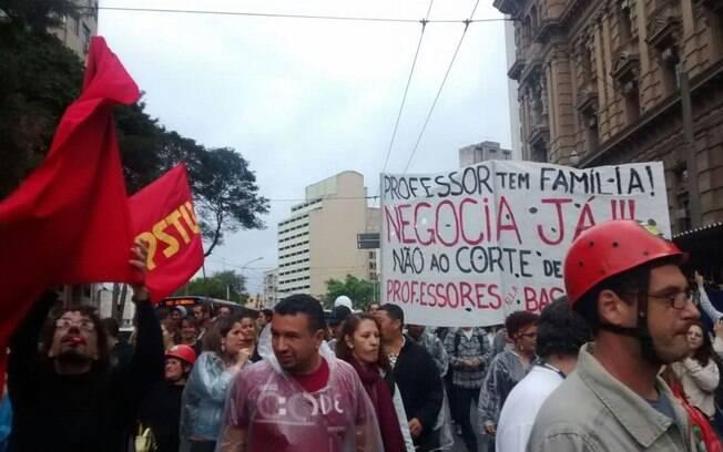 Professores da rede estadual de São Paulo fazem protesto em frente ao TJ antes de reunião de conciliação