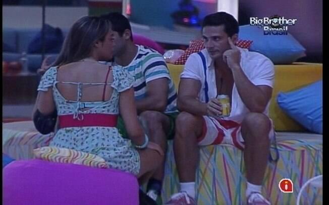 Ronaldo detona Fabiana para os colegas de confinamento