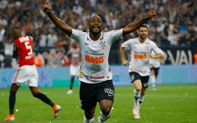 Vagner Love fez o gol do título paulista do Corinthians em 2019