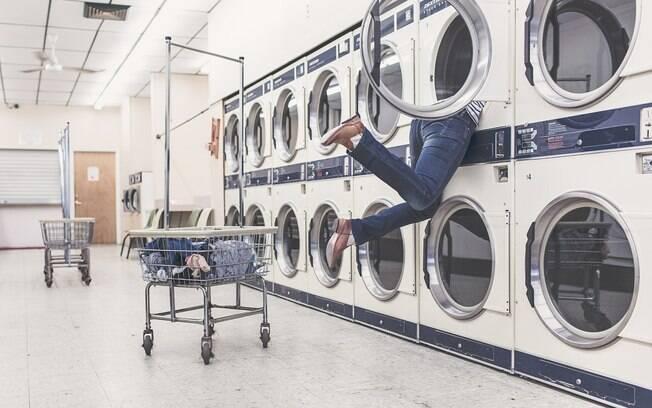 Em brincadeira, o menino de sete anos acabou preso dentro da máquina de lavar roupas (foto meramente ilustrativa)