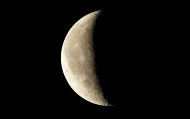 Lua Minguante em Áries