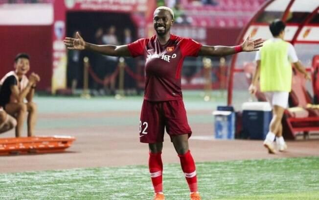 Fernandinho, ex-Flamengo, é convocado pela seleção chinesa