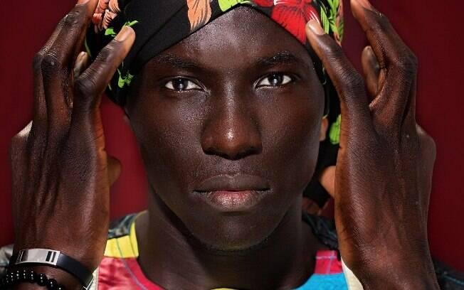 Deus de Ébano: o africano Abdu Dia brilha para as lentes do fotógrafo Ronaldo Gutierrez
