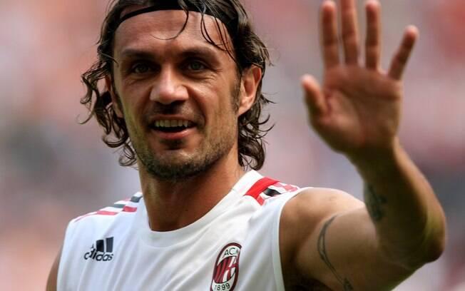 Paolo Maldini, ídolo do Milan, se aposentou prestes a completar 41 anos
