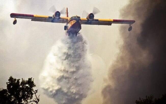 Hidroavião espanhol no combate ao fogo que atravessou a madrugada em Portugal