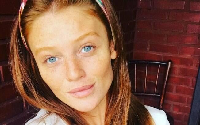 Modelo Cintia Dicker foi vista aos beijos com João Vicente de Castro