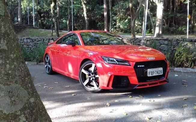 Audi TT RS pintado de Laranja County se recusa a ser algo comum. Além disso, chama atenção e acelera como supercarro