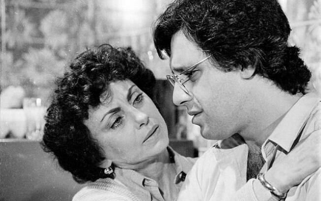 Em 'Dancin' Days', Beatriz Segall era Celina, mãe de Cacá, interpretado por Antônio Fagundes
