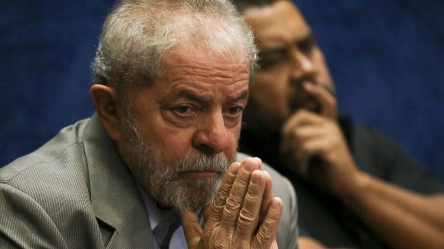 Em pesquisa, brasileiros estão divididos sobre Lula disputar ou não as eleições