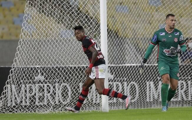 Flamengo venceu o Bangu no retorno do campeonato Carioca