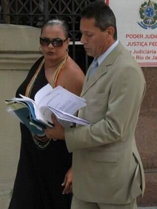 Solange Couto com seu advogado