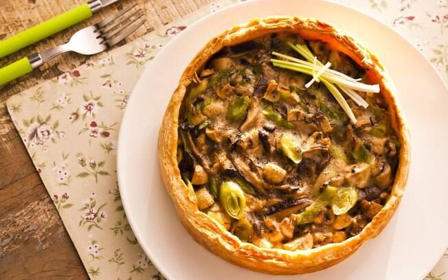 Foto da receita Torta aberta de cogumelos pronta.