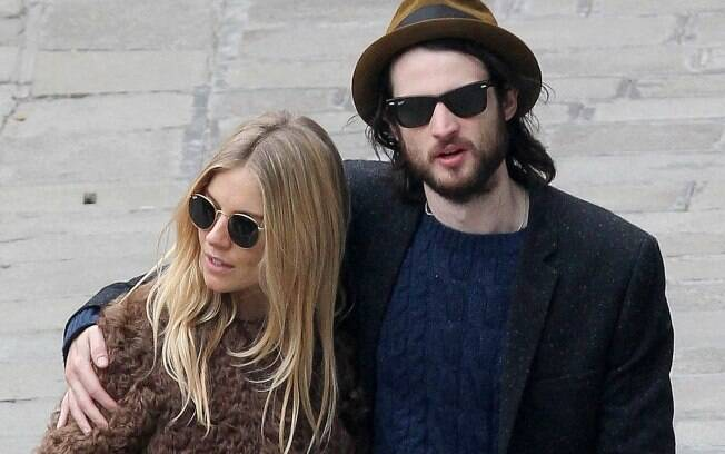 Sienna Miller e Tom Sturridge: novos papais do pedaço