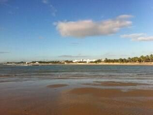 Camurupim. Praia está localizada no meio do caminho entre Natal e a praia de Pipa, considerada uma <CW-31>das mais belas paisagens do país