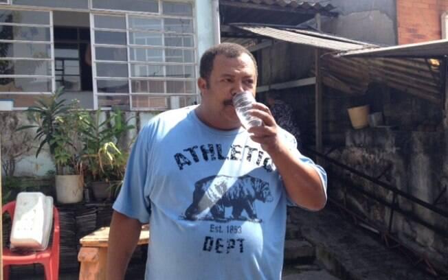 O mesmo faz Sebastião Sousa, pai de Juarez. Foto: Maria Fernanda Ziegler/iG