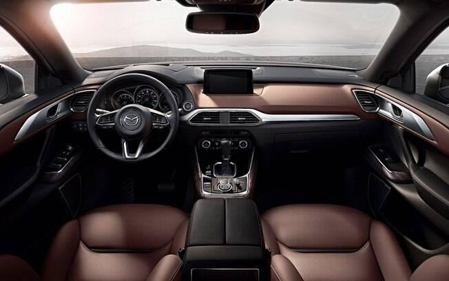 Após anos de desenhos polêmicos, a Mazda começa a acertar na harmonia de seu design. O do SUV CX-9 é um exemplo