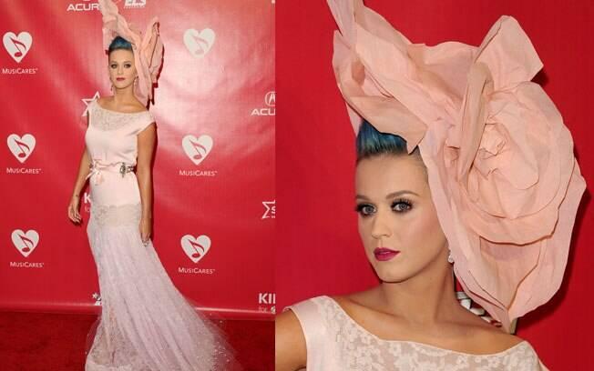 Katy Perry e seu look inglês: seria uma homenagem ao britânico Paul McCartney?