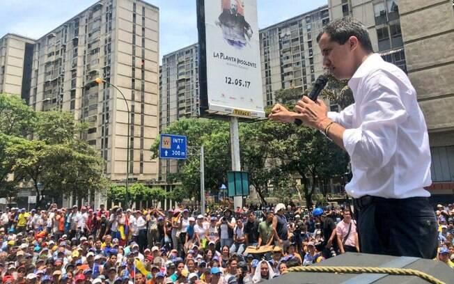 Juan Guaidó discursando em protesto