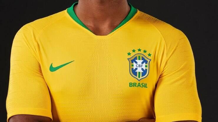 32d82cf97 Camisa do Brasil custa 48 horas de trabalho com salário mínimo - Economia -  iG