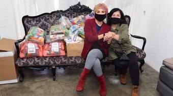 Regina Duarte doa cestas básicas na Casa Verde, em São Paulo