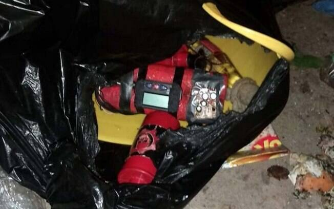 Homem encontra explosivos dentro de saco de lixo