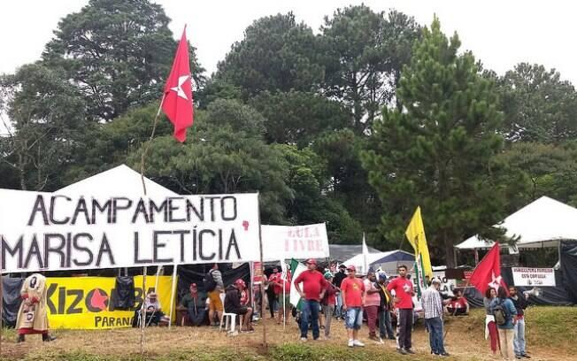 Acampamento intitulado de Marisa Letícia foi alvo de tiros na madrugada desta sábado (28)