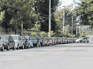 Trabalhadores, estudantes e moradores reclamam da falta de segurança e da criminalidade na rua Tom Jobim