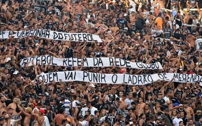 De uma única vez, Gaviões da Fiel protesta contra Globo, FPF e deputado estadual Fernando Capez